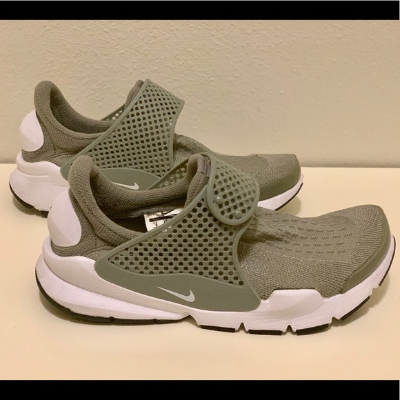 timeless design 8808e 60082 NIKE Sock Dart Low Top Tennis Shoe. M 5c6ca50a03087c722efe742b